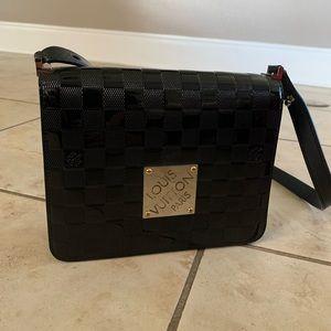 LOUIS VUITTON Black Patent Leather crossbody bag